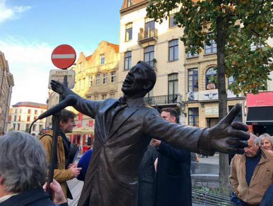 Statue of Jacques Brel at the Place de la Vieille Halle aux Blés
