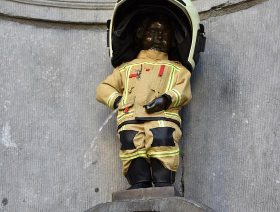 Manneken-Pis as fireman