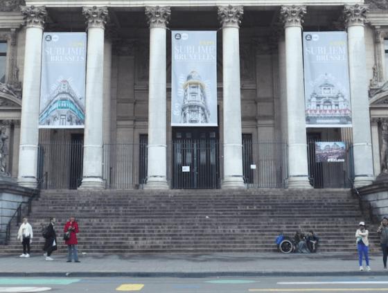 Place de la Bourse cleaning video