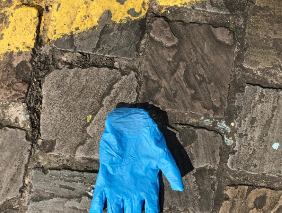 Do not throw used gloves, mouth masks and handkerchiefs on the street!