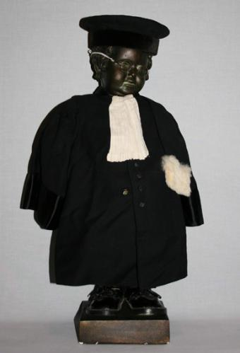 Manneken-Pis en robe d\'avocat | City of Brussels