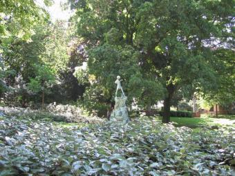 Walk. Egmont Park and Petit Sablon