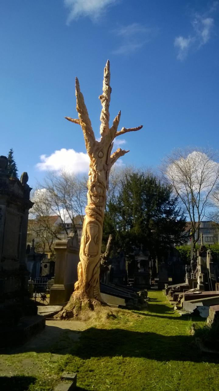 Sculpted tree at the cemetery of Laeken