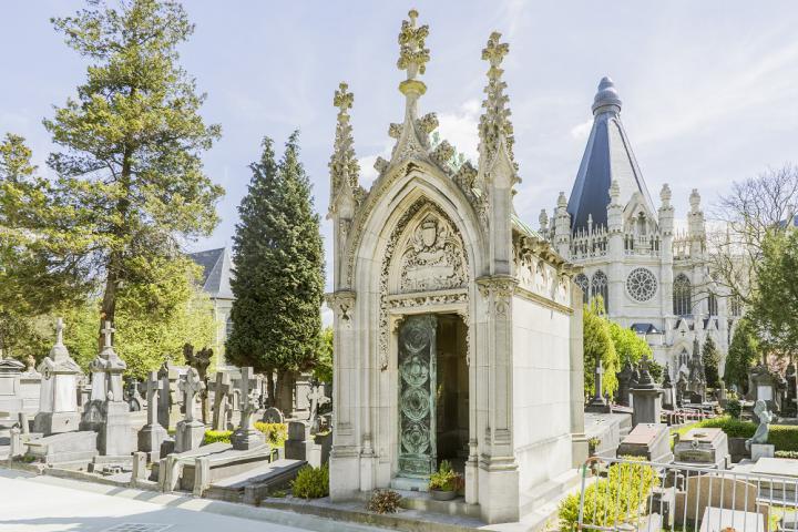 Audio guides for cemetery visitors