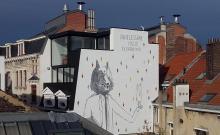 Le grand loup qui porte le mouton - Rue Saint-Jean Népomucène - click to enlarge